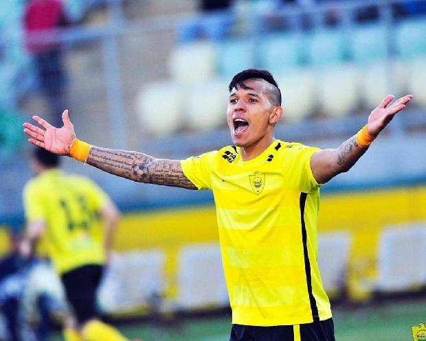 Trabzonspor, 600 bin Euro indirim talep ettiği Hugo Rodallega'dan olumlu cevap alamadı. Bunun üzerine alternatif isimlere yönelen Trabzonspor'un Anzhi'de maaşını almakta sıkıntı çeken Andres Ponce'yi FIFA yoluyla transfer etmek istediği kaydedildi.