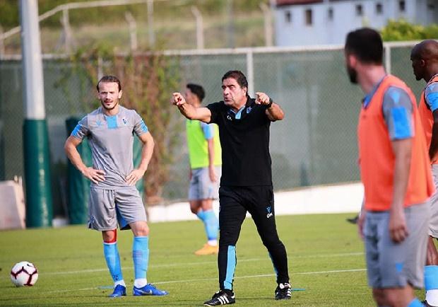 Trabzonspor, yeni sezon hazırlıklarını 40'ın üzerinde oyuncuyla sürdürüyor. Ünak Karaman, 40'ın üzerindeki kadroda hangi isimleri tutacağına ise iki aşamalı gerçekleştirelecek kamplar sonrası karar verecek. Kıyım yakında. (Akşam)