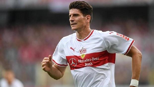 Adı Trabzonspor'la anılan Mario Gomez'in menajeri Ulli Ferber, Stuttgarter Zeitung ve Stuttgarter Nachrichten gazetelerine verdiği röportajda, ''Mario, geçen sezon küme düşen takımının yeniden lige dönmesi için yardım etmek istiyor. Bu yüzden kulüpten ayrılmak istemiyor'' sözlerini kullandı.