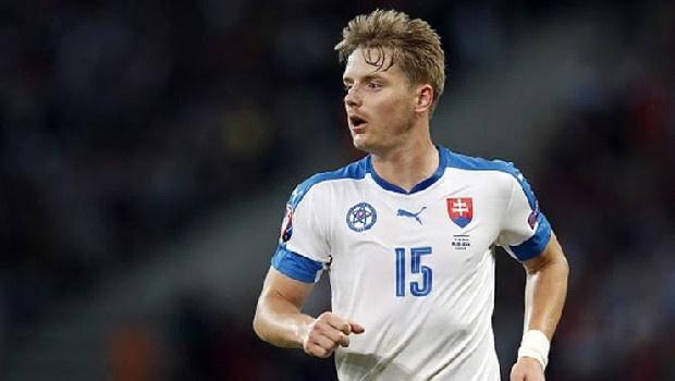 Hubocan yeniden gündemde Geçen sezon Fransız ekibi Marsilya'dan kiralanan Tomas Hubocan'ın ismi yeniden Fırtına ile anılıyor.  Stoper arayışlarını sürdüren Bordo-Mavililer'in, transfer yasağının kalkması durumunda Slovak oyuncuyu yarım sezonluğuna kiralamak istediği öne sürüldü.  Marsilya'da fazla forma şansı bulamayan 33 yaşındaki savunmacının da tekrardan Türkiye'ye dönmeye sıcak baktığı kaydedildi.(Fanatik)