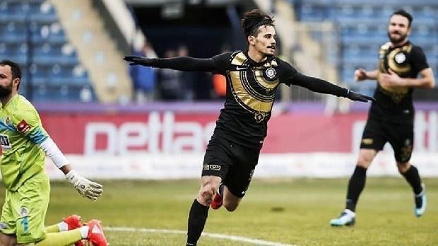 Trabzonspor, yeni sezon kadrosuna yerli yıldızları katmak üzere düğmeye bastı. Osmanlıspor'un orta saha oyuncusu Musa Çağıran ile sol kanat oyuncusu Serdar Gürler için girişimler başladı.