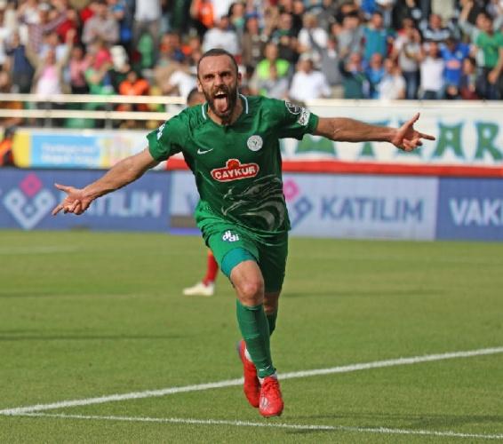 Vedat Muric - Rizespor Vedat Muric ile Galatasaray ve Fenerbahçe ilgileniyor. Fransa`nın Tolulose takımının da bir teklifi var. Galatasaray Muric`e daha yakın.