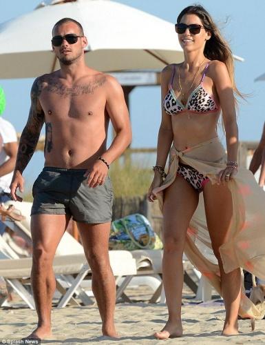 Wesley Sneijder, eşi Yolanthe Cabau ile tazminat konusunda anlaştı. Hollanda basını futbolcunun, modele tam 15 milyon euro ödeyeceğini yazdı.
