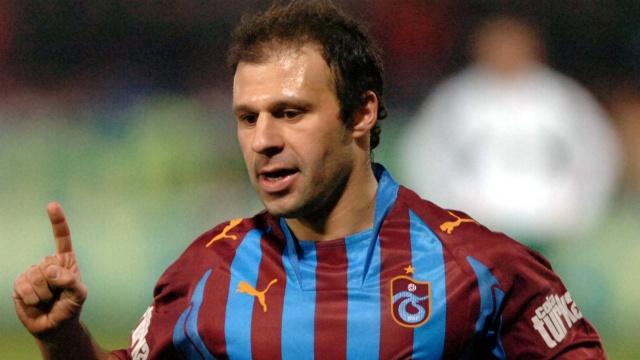 Fırtına'nın sembol ismi Gökdeniz Karadeniz, Türkiye'de 3-4 maç kötü oynayan bir futbolcunun hemen yaşlı sınıfına girdiğini söyledi ve ekledi... (Fanatik)