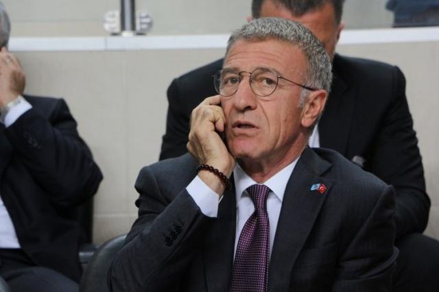 """Trabzonspor'da önceki gün gerçekleşen kongrenin ardından başkanlığa seçilen Ahmet Ağaoğlu ve yönetim kurulu ilk toplantısını seçim sonrası bir otelde gerçekleştirdi. Ağaoğlu burada yöneticilerine çok zor bir görevi devraldıklarını yineleyerek, """"Tüm kararları ortak alacağız. Kararların altında her yöneticinin imzasının olmasını isterim. Birlikte bu işin altından kalkacağız ve Trabzonspor'u ayağa kaldıracağız"""" dediği öğrenildi. Aynı toplantıda daha önceden de kararlaştırıldığı gibi futbol takımıyla ilgili transfer, teknik adam, gelecek-gidecek oyuncularla alakalı tüm kararları alması için başkan başdanışmanı ve genel koordinatör olarak Özkan Sümer'e yetki verilmesi ve en kısa sürede göreve başlaması da kararlaştırıldı."""