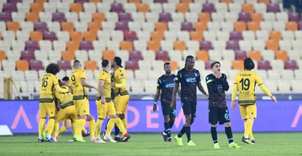 Spor Toto Süper Lig'in 12. haftasından Trabzonspor'un Malatyaspor'a 5-0 gibi bir ağır skorla yenildiği maç sonrası yerel basından çok ağır eleştiriler geldi.  İşte o manşetler...