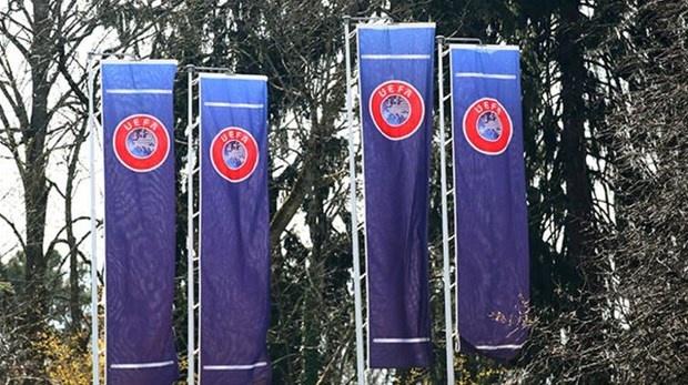 UEFA'nın 55 üye ile yaptığı toplantısı görüşülen konular ortaya çıktı. L'Equipe'te yer alan haberde VAR sisteminin sezon sonuna kadar devre dışı kalması ve iptal edilebilecek liglerdeki takımların geleceğinin konuşulduğu aktarıldı.   UEFA'nın 55 üye ile yaptığı toplantısı görüşülen konular ortaya çıktı.