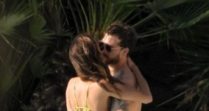 Kevin Trapp ve Izabel Goulart havuz başında sarmaş dolaş!