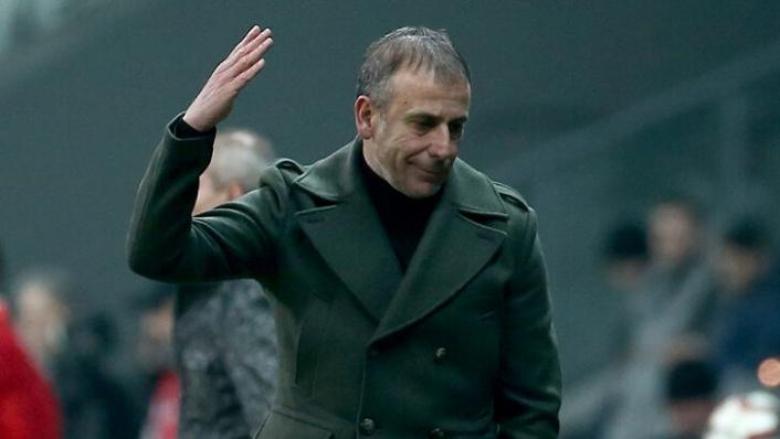 Abdullah Avcı, Trabzonspor'un medya ekibine taktı