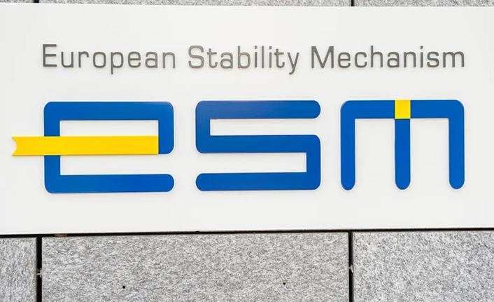 The Euro Zone rescue fund borrowed 2 billion euros