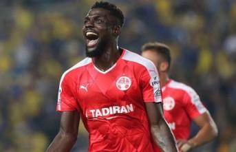 John Ogu Trabzonspor formasıyla poz verdi