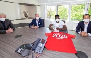 Davies'in sözleşmesi 2025'e uzatıldı